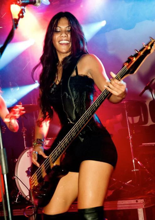 Betina Gozo  Bassist  Ratu Rock-5882
